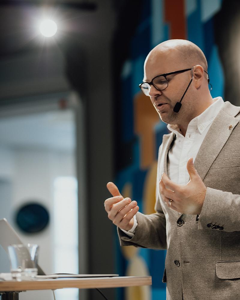 Tobias Sturesson, Heart Management